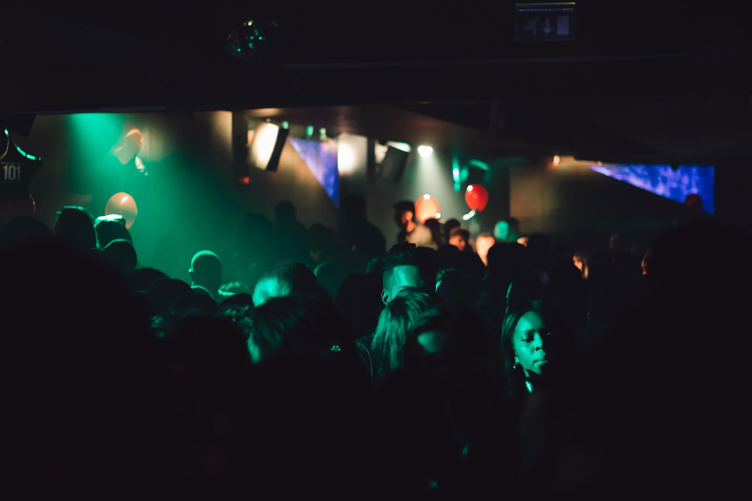 nattklubb chatt stort bröst i Stockholm