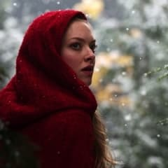 Amanda Seyfried spelar i modern Rödluvanfilmatisering