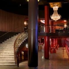 Bar, bistro och vip-balkong på nya lyxiga Rigoletto