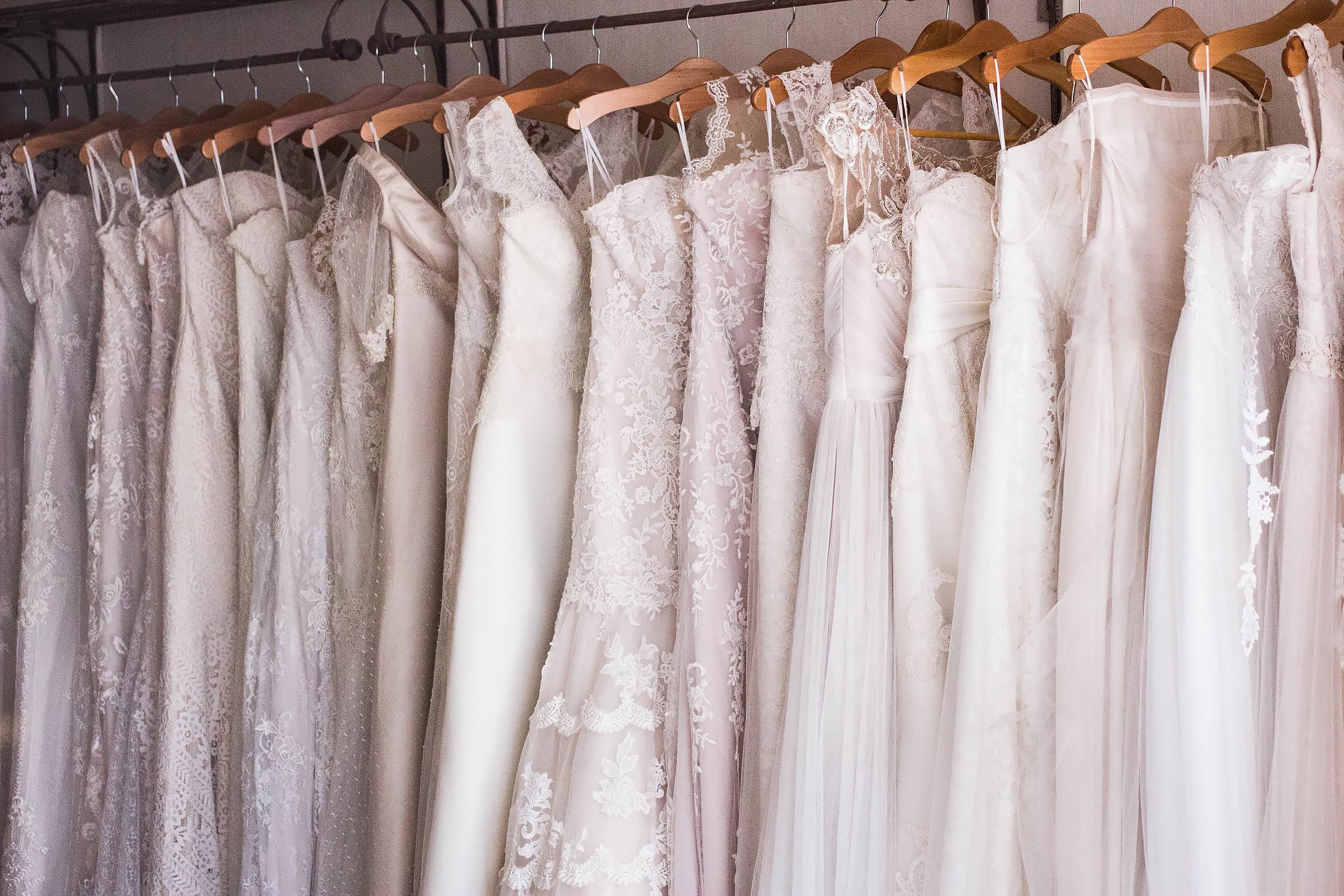 Inför bröllopet - här hittar du vackra bröllopsklänningar i Stockholm
