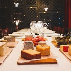 Ostbuffé och Beaujolais Nouveau på Wijnjas