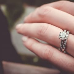 Inför bröllopet - här hittar du förlovnings- och vigselringar i Uppsala