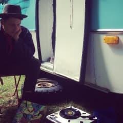Eklektiska fredagar med Viktor Brobacke Sensitive Skin på Mornington