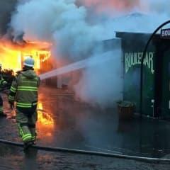 Boulebar Rålis förstört i brand