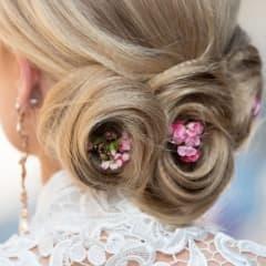 Inför bröllopet - frisörer som är bra på bruduppsättningar och makeup i Uppsala