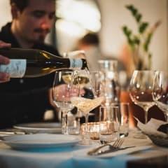 Wijnjas Ost & Vinkällare svidar om och blir Restaurang W by Wijnjas