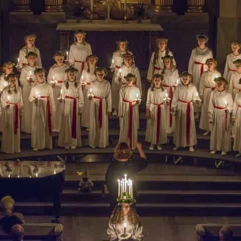 Luciakonsert med Adolf Fredriks Flickkör