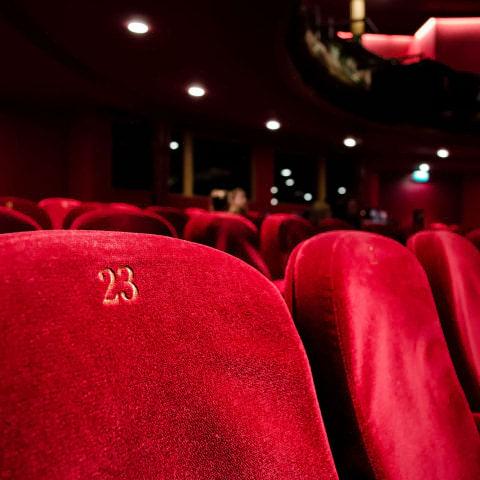 Zita bjuder in till bio på julafton
