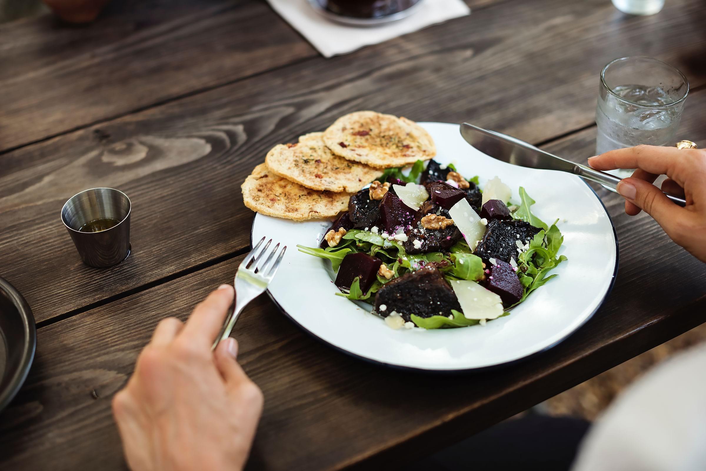 Äta ute ensam: Stockholms bästa restauranger för solo-ätare