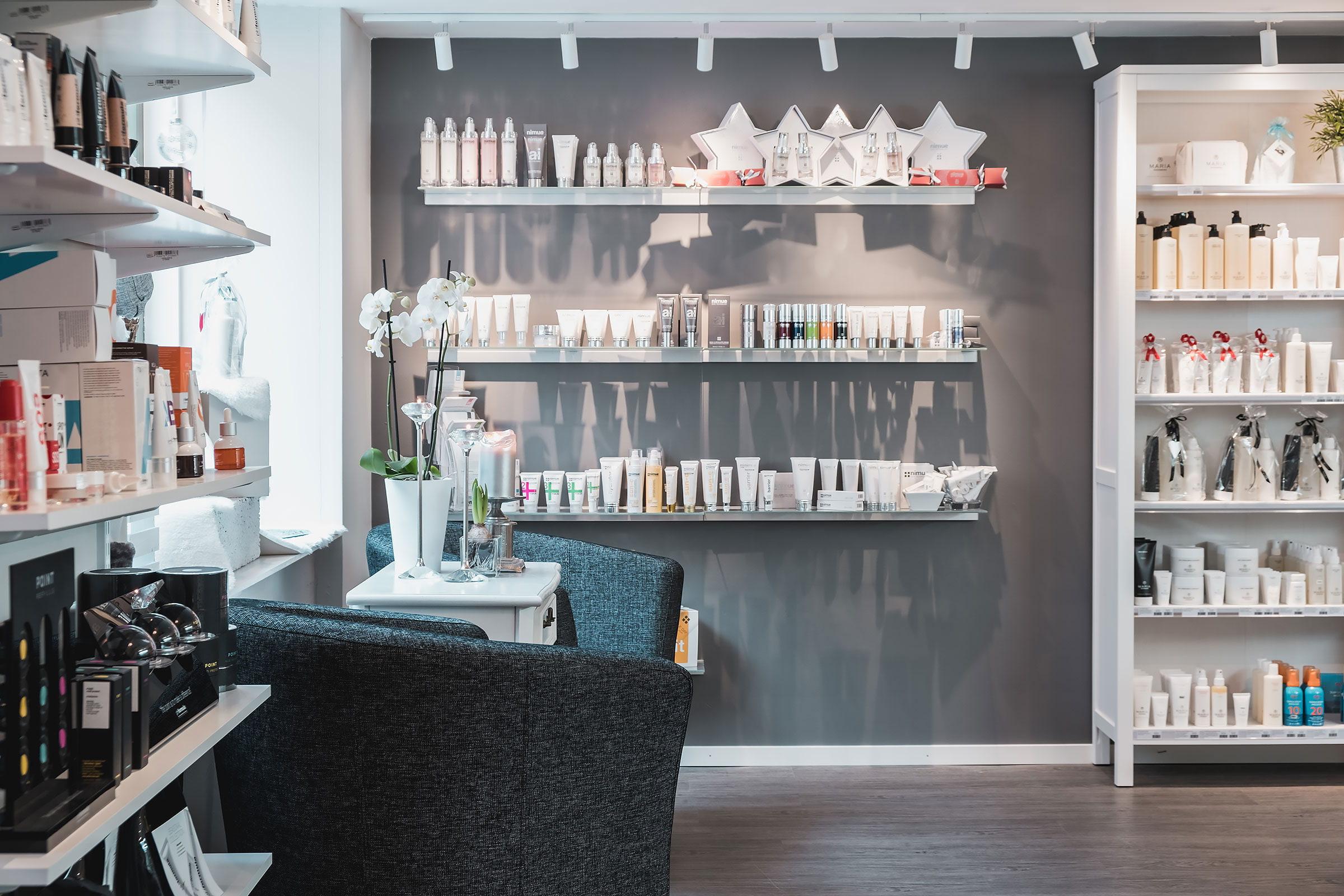 M&M Nail & Beauty Center