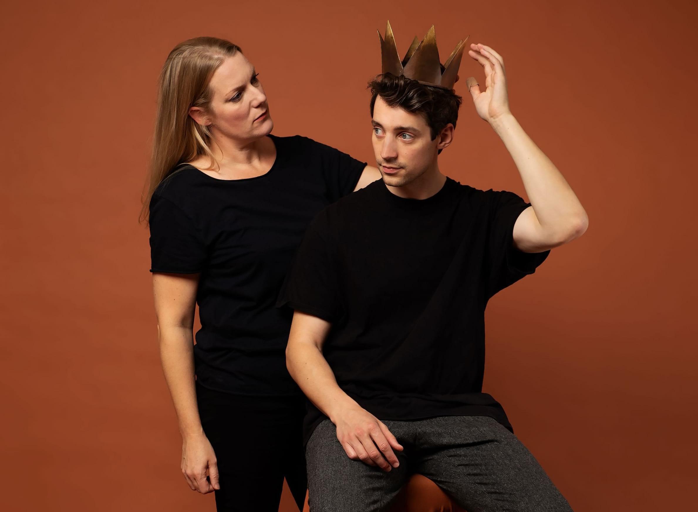 Sofia Jupither och Adam Lundgren. Foto: Ali Mian/Dramaten