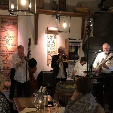 Spisa Jazz på Le Pub