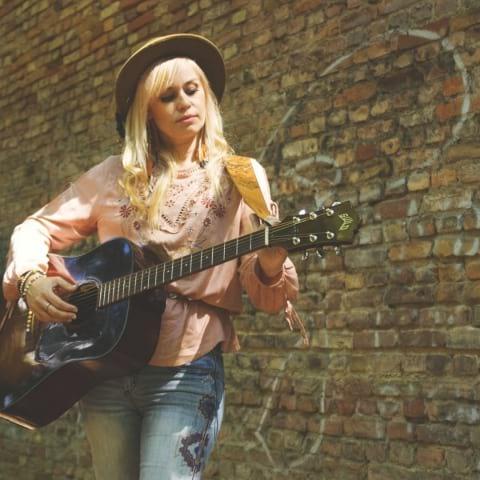 Sofia Talvik live på Musikbåten Blidösund