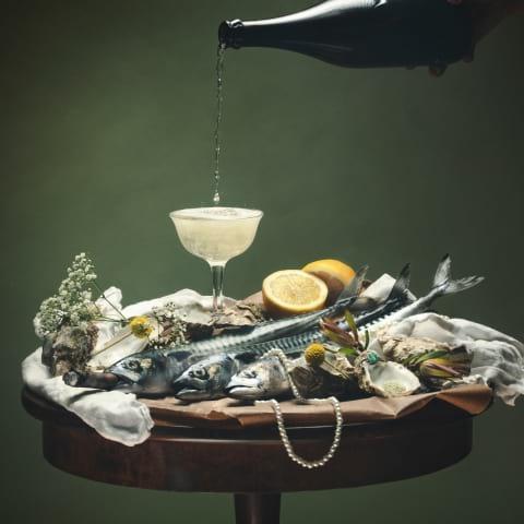 Malmös nya vardagsrum flödar av champagne och dekadens