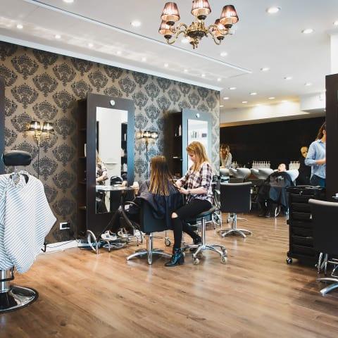 Salong Oss erbjuder lyxiga spabehandlingar för ditt hår