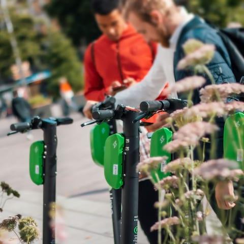 Ta dig runt i Göteborg – så hyr du elsparkcykel