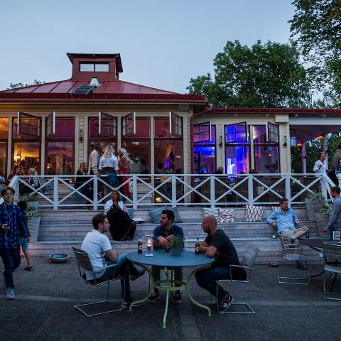 Artisterna som spelar på Smådalarö Gård i sommar