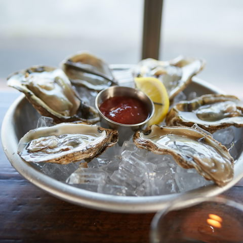 Frossa i ostron på Nabo – varje dag