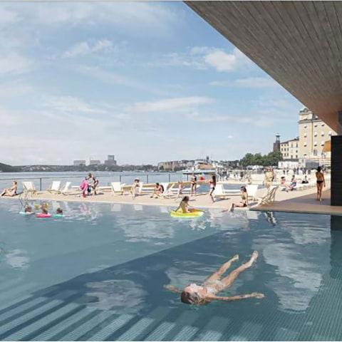 Nytt utomhusbad med flytande pooler i Riddarfjärden