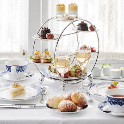 Villa Godthem börjar med afternoon tea på verandan