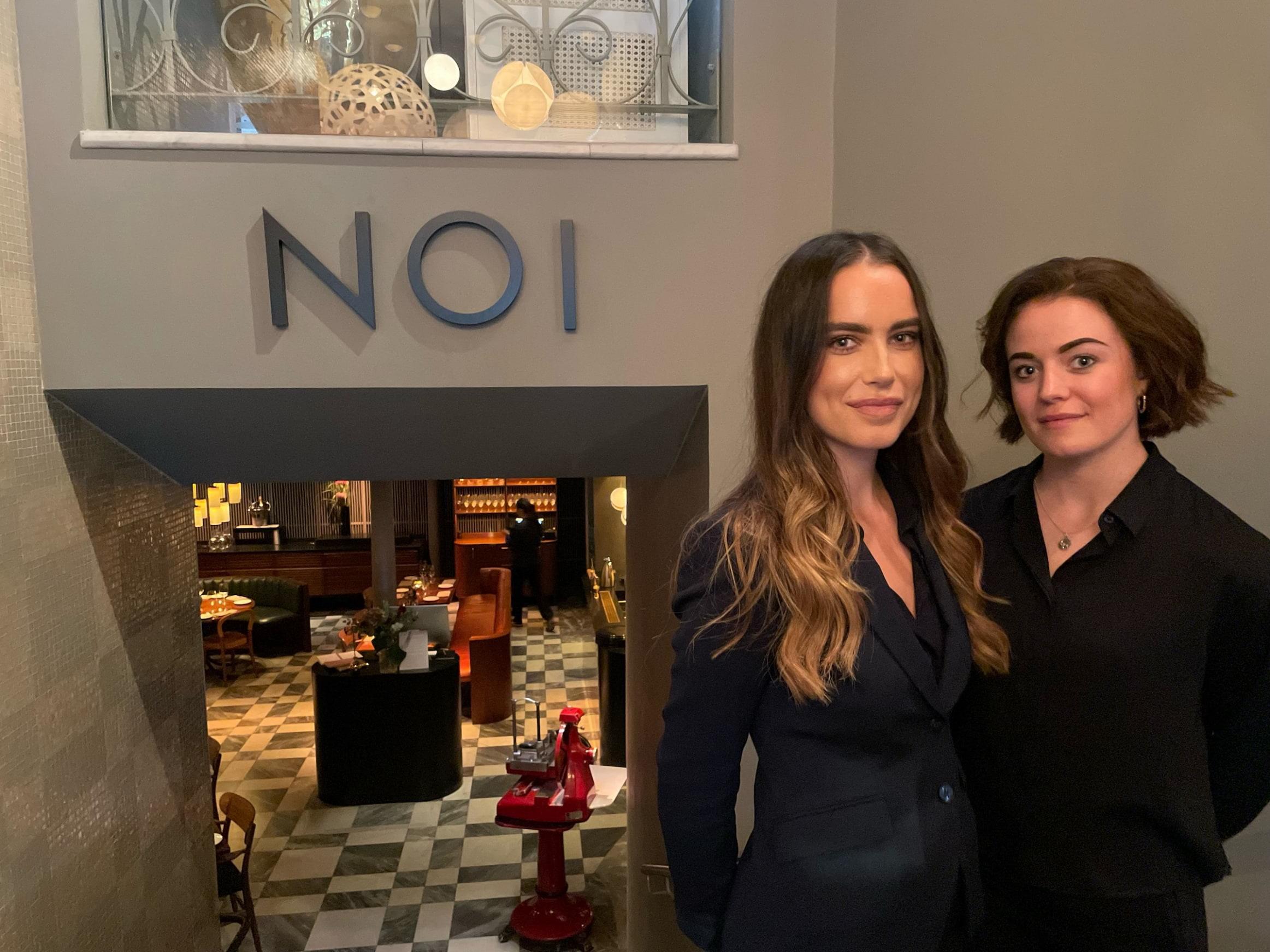 Hovmästare Klara Gajemo och sommelier Molly Järvtass