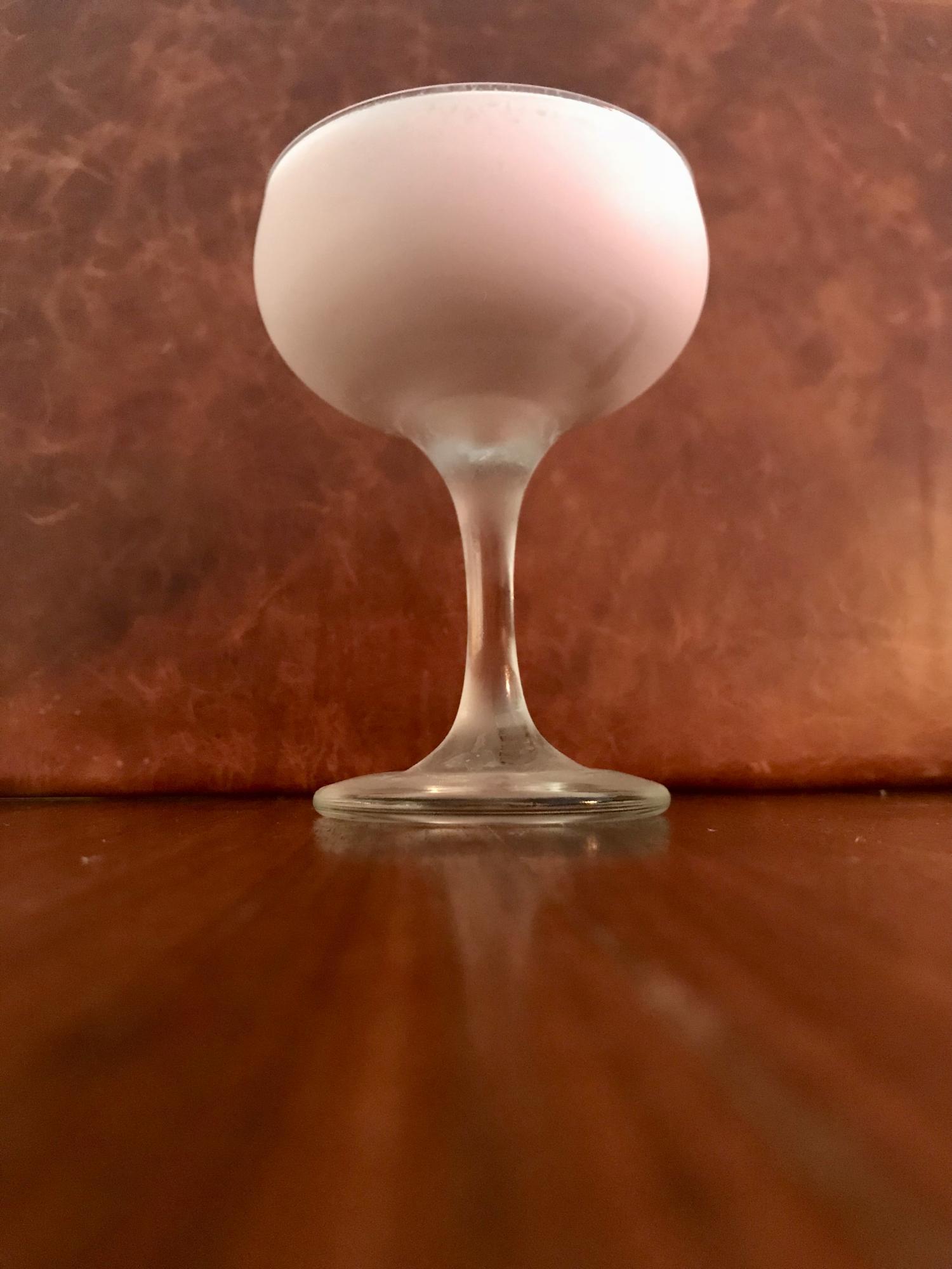 Recept Belmont - Gin, grädde & grenadine - Gräddigt behöver inte vara barnsligt