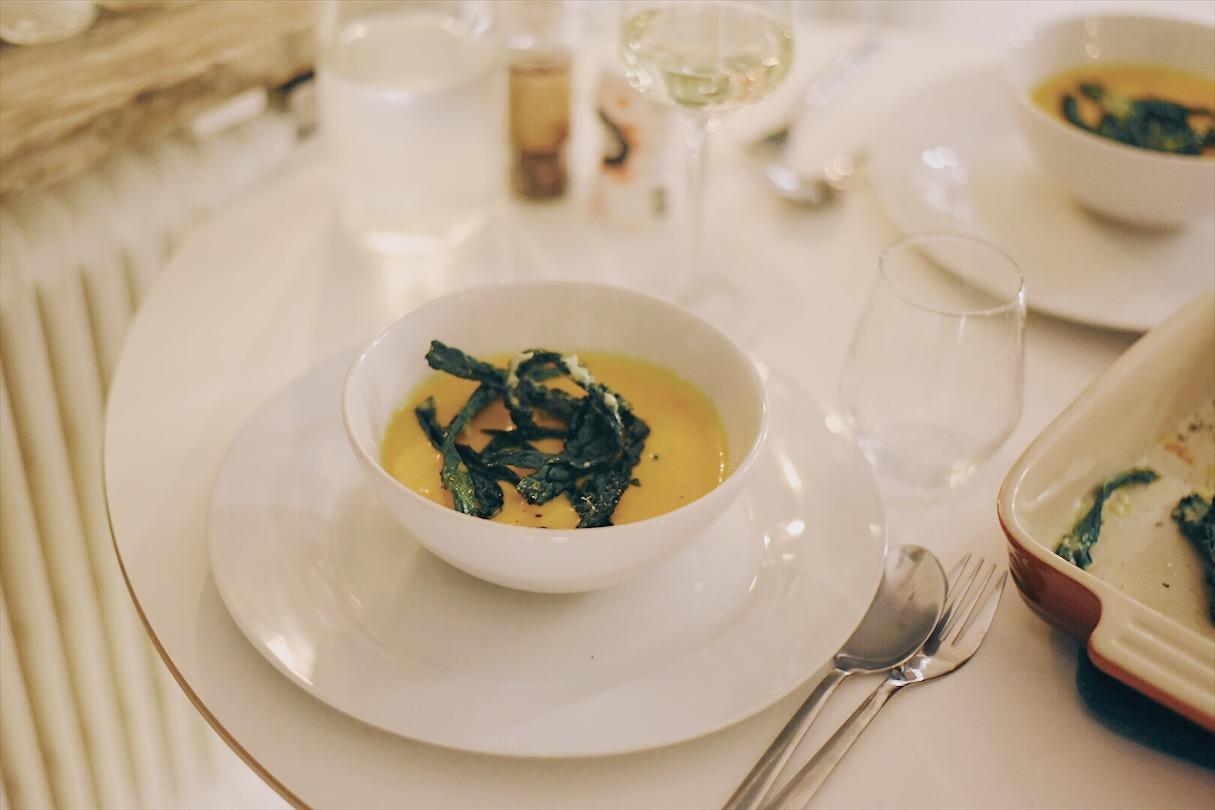 Recept | Pumpasoppa med svartkålschips