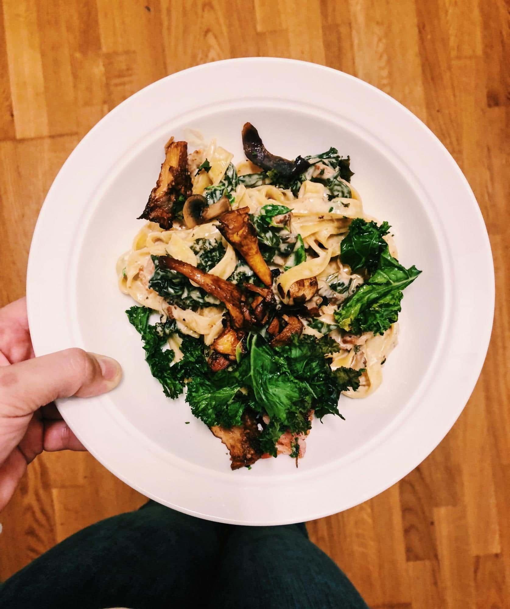 Pasta med kantareller, grönkål och persilja