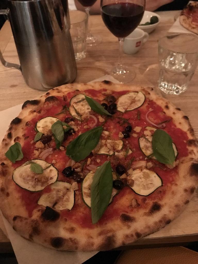 Vegansk pizza – Bild från 800 grader Vasastan av Jessica K.