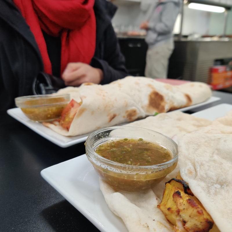 Kycklingspet med naan bröd – Bild från Arya Restaurang av Shahzad A.