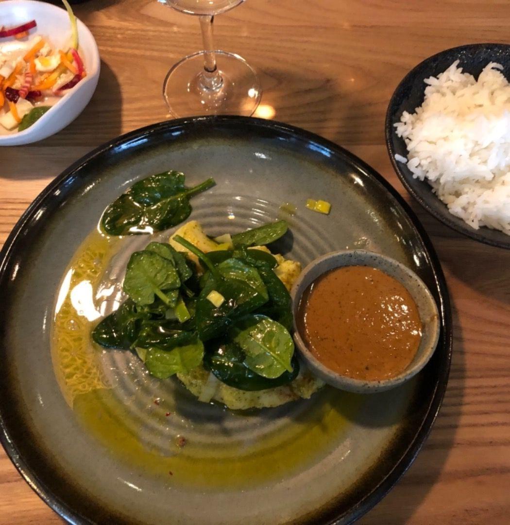 Tråkig bild men magisk rimmad torsk med ketjap och ris – Bild från Asian Post Office av Annelie V.