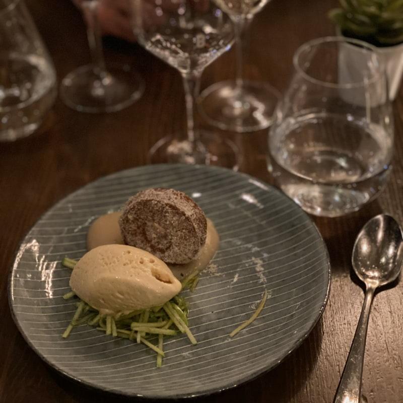 Friterad munk och kolaglass – Bild från Barrique Restaurant & Wine Bar av Erica E.