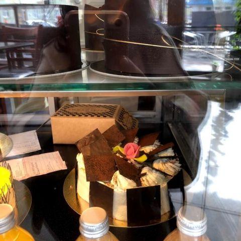 Shwarzwald tårtan- Väntar på mig för att bli upphämtat! :D – Bild från Bageri Kardemumma av Madiha S.