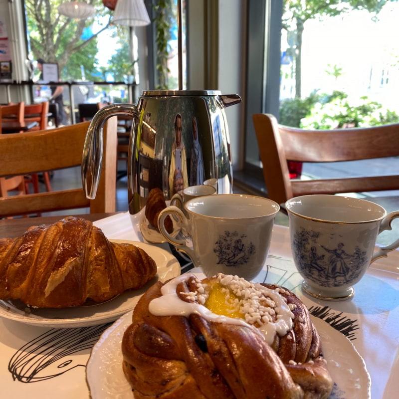 Vanilj o blåbärsbulle och croissant – Bild från Bageri Kardemumma av Madiha S.