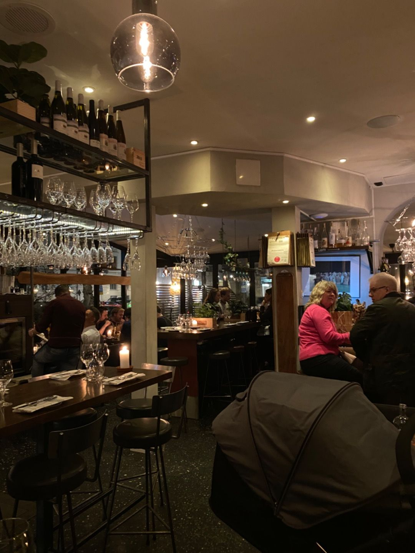 Vy över lokale/baren – Bild från Barrique Restaurant & Wine Bar av Ingela P.