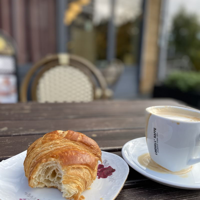 Croissant mad cappuccino – Bild från Bageri Kardemumma av Madiha S.