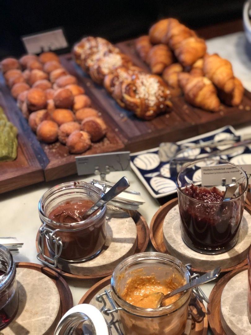 Godsaker på frukosten – Bild från Berns av Agnes L.