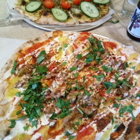 Shwarma (Zatar i bakgrunden) – Photo from Bitza by Katarina D.