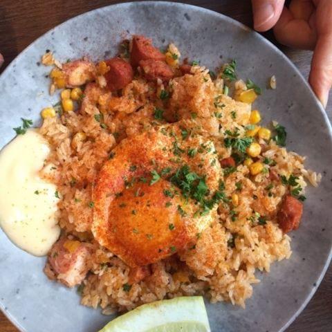 Sambon tig fried rice m chorizo o bläckfisk – Bild från Blique by Nobis av Katrine L.