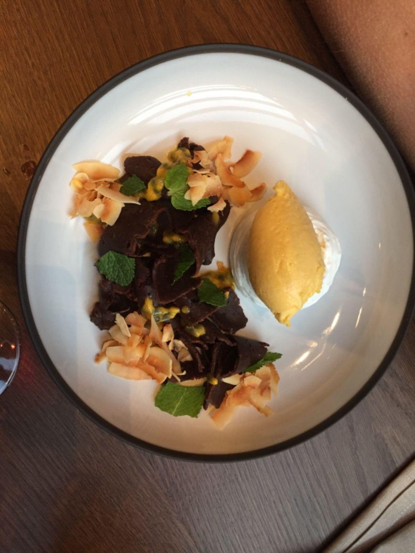 Sambons dessert; choklad, passionsfrukt och kokos – Bild från Blique by Nobis av Katrine L.