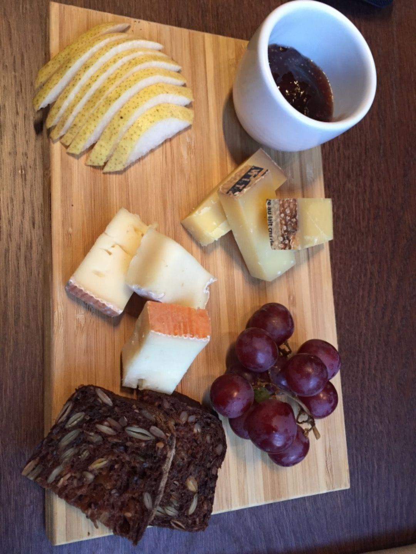 Tog en liten ostbricka – Bild från Blique by Nobis av Katrine L.