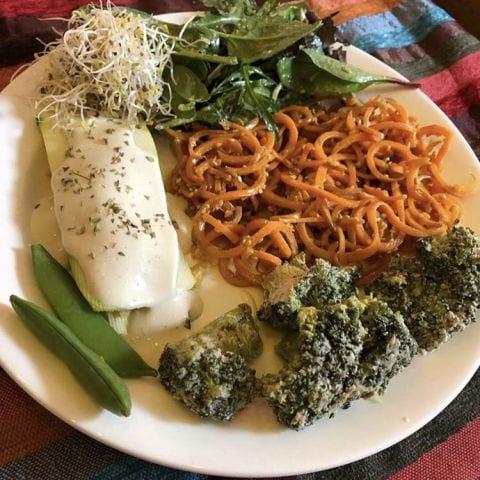 Raw lasagne och lite annat smått och gott! – Bild från Bliss Café av Linda L.