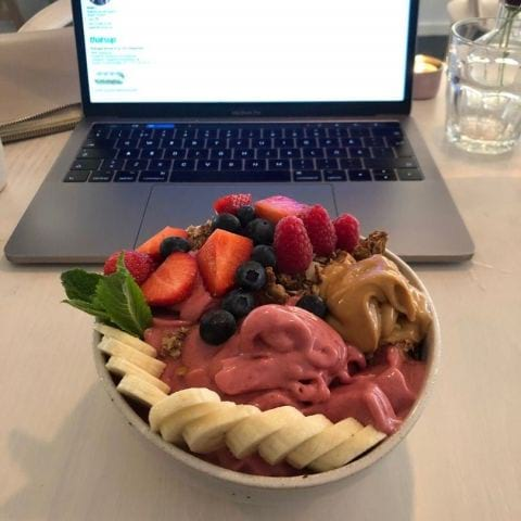 Fullmatad smoothiebowl! – Bild från BodyBuddy av Adam L.
