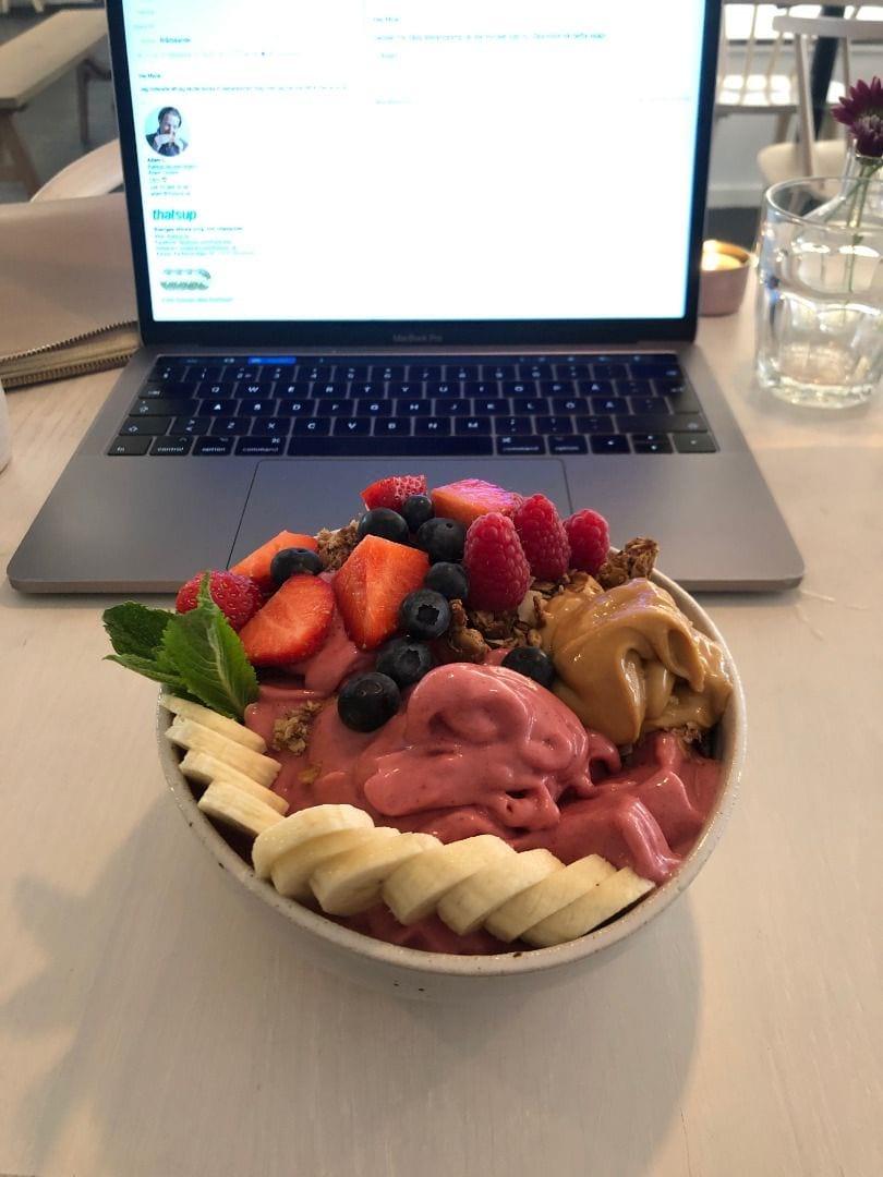 Fullmatad smoothiebowl! – Bild från BodyBuddy av Adam L.