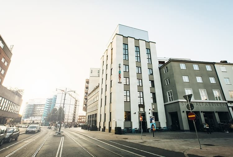 brick no 6 story hotel sundbyberg restaurant bar sundbyberg stockholm thatsup. Black Bedroom Furniture Sets. Home Design Ideas