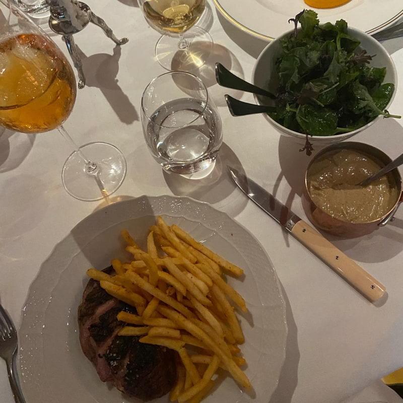 Anka frites – Bild från Brasserie Astoria av Saga S.