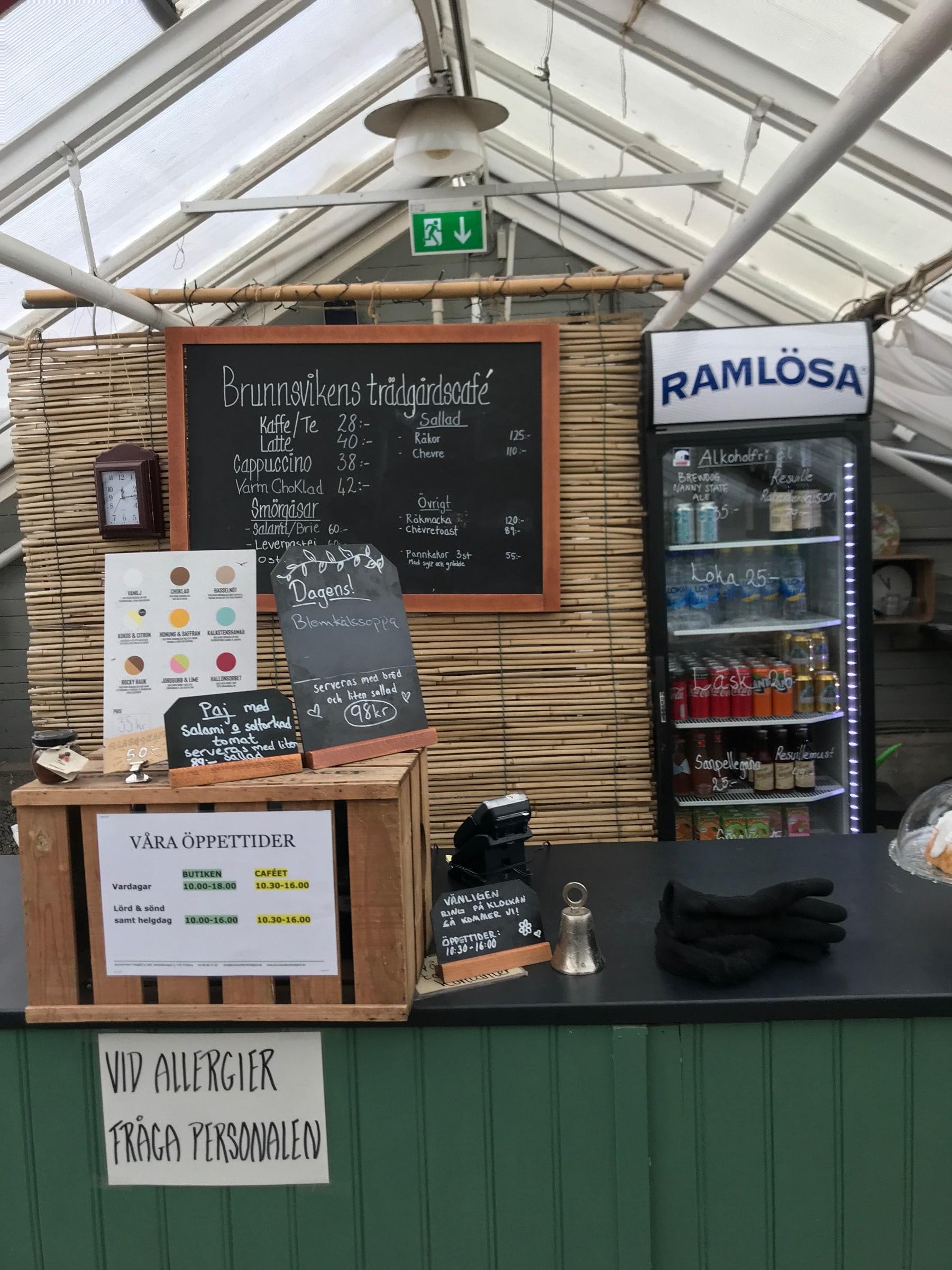 Caféet – Bild från Brunnsvikens Trädgård & Café av Jessica K.