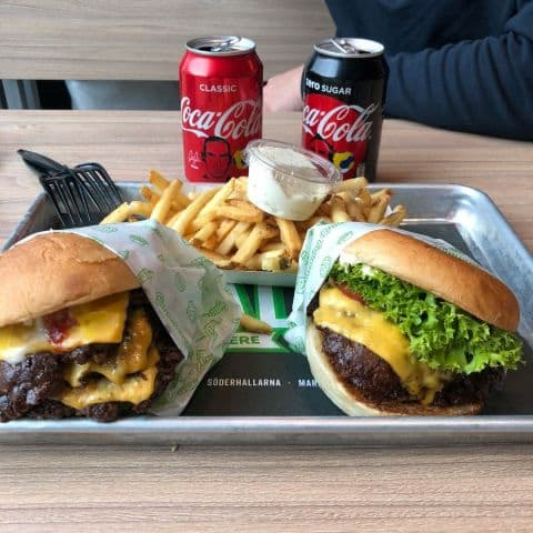 Trippel royal cheese och en standard (dubbel) famous bun burger 😋 – Bild från Bun Meat Bun Mariehäll av Adam L.