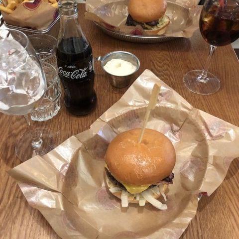 Bild från Burgers & Beer Odengatan av Adam L.