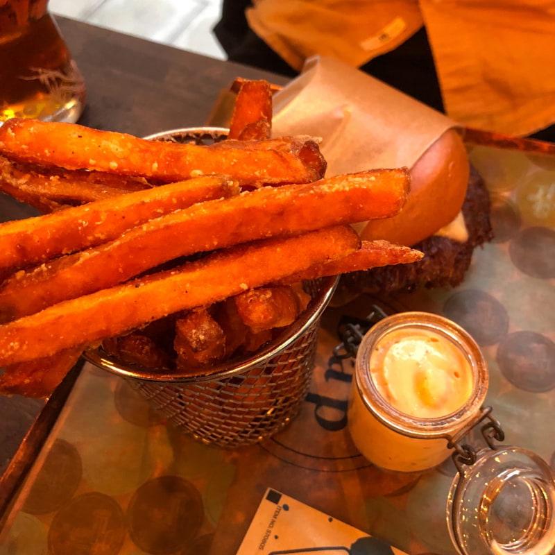 Sötpotatis pommes – Bild från Burgers & Pastrami BAP av Louise F.